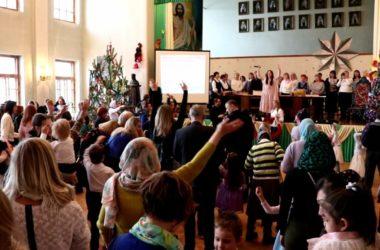 В Волгограде прошел семейный рождественский фестиваль «Чудный миг»