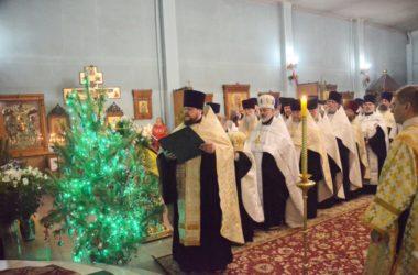 Священнослужители Волгоградской епархии поздравили владыку Феодора с Рождеством Христовым за вечерним богослужением