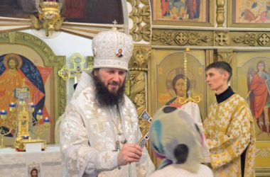 Божественная литургия в храме Успения Пресвятой Богородицы
