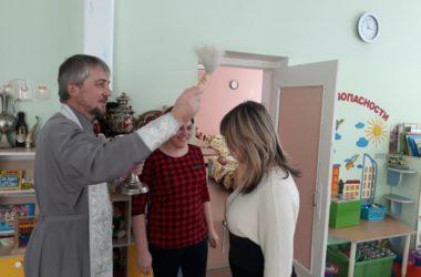 Священнослужители посетили детские сады и школы Центрального района Волгограда