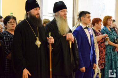Митрополит Волгоградский и Камышинский Феодор посетил Сретенский молодежный бал в городе Михайловке