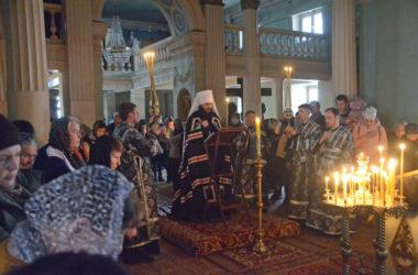 Богослужение с чтением покаянного канона Андрея Критского в храме Никиты Мидикийского