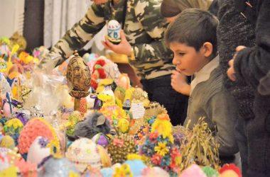 Декоративные пасхальные яйца, созданные волгоградцами, везут в Троице-Сергиеву Лавру