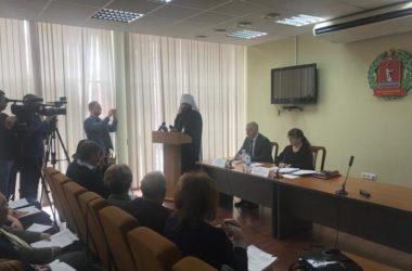 Митрополиту Феодору вручили удостоверение члена Общественной палаты Волгоградской области