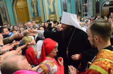 Митрополит Феодор призвал в Пасхальном послании свидетельствовать о Воскресшем Христе добрым примером своей жизни