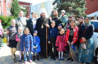 Владыка Феодор совершил Божественную литургию в праздник Входа Господня в Иерусалим