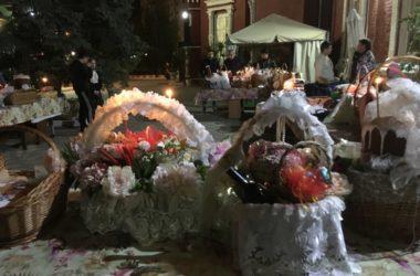 В праздник Пасхи волгоградцы принесли в православные храмы куличи для освящения