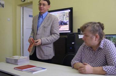В библиотеке Волгограда пожилым людям рассказали о священномученике Николае Попове
