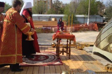 Состоялось освящение малых куполов собора Александра Невского