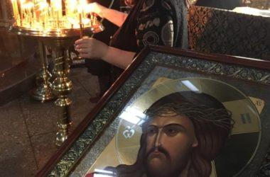 Накануне Великой Пятницы митрополит Феодор совершил богослужение с чтением Страстных Евангелий