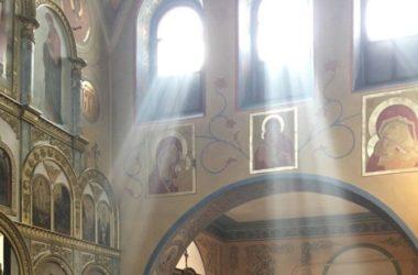 После Литургии в Покровском храме митрополит Феодор напомнил прихожанам о смысле Великого поста
