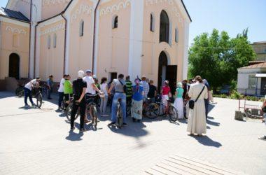 Участники молодежного движения совершили велоэкскурсию по городским храмам