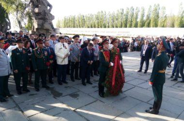 В День Победы митрополит Феодор возложил цветы на главной высоте России