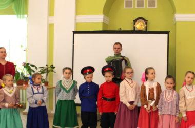 Прихожане храма Иоанна Кронштадтского поздравили жителей Волгоградского геронтологического центра с Пасхой