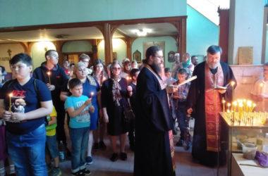 Воспитанники детских домов области побывали на Радоницу в Свято-Духовом монастыре