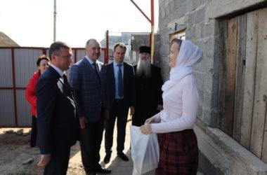 Пасхальные подарки приготовили для многодетных семей жители Дубовского района