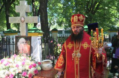 Митрополит Феодор совершил Божественную литургию и панихиду в день ангела архиепископа Михея (Хархарова)