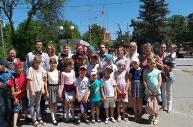 Воспитанники церковно-певческой школы при Свято-Духовом побывали на познавательной экскурсии по городу