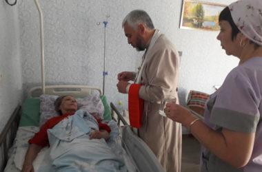 Священник побывал в гостях у сотрудников и постояльцев пансионата «Золотой возраст»