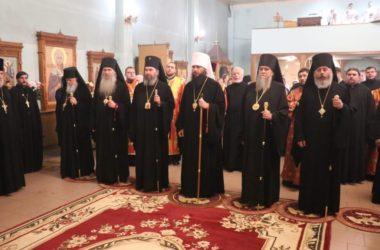 Всенощное бдение в канун дня памяти священномученика Николая совершено в Свято-Духовом монастыре