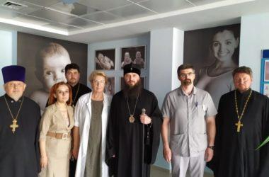 В день святого врача Луки Крымского митрополит Феодор посетил ведущие медицинские центры города