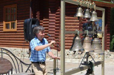 Видео: В Свято-Троицком дубовском храме 3 августа пройдет праздник колокольного звона