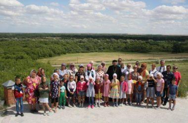 Воспитанники воскресной школы Никольского собора посетили святые обители нашей области