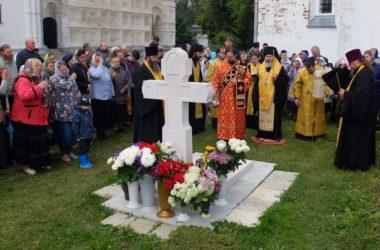 Епископ Калачевский Иоанн совершил Панихиду на могиле убиенного игумена Даниила (Соколова) в Переславле-Залесском