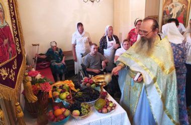 В храме Ксении Петербургской поздравили с Преображением сестер милосердия