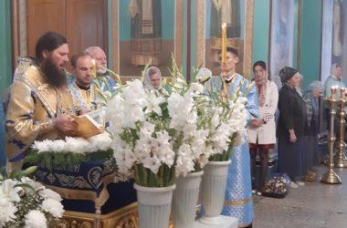 Видео: Чин погребения плащаницы Божией Матери в Казанском соборе Волгограда