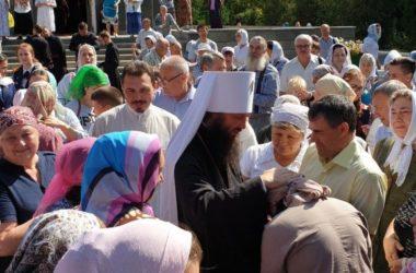 Божественная литургия в престольный праздник храма Флора и Лавра