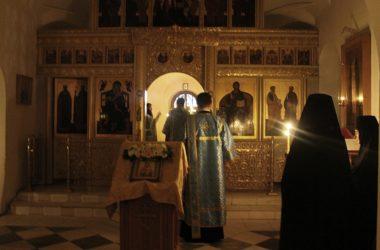 В храме Иоанна Предтечипрошла ночная Божественная литургия