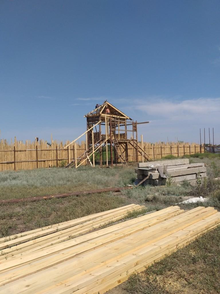 К 800-летию Александра Невского в поселке Царев возводят реконструкцию древней крепости