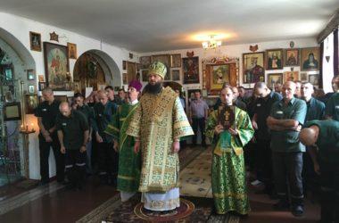 В храме Серафима Саровского в девятой колонии Волгограда впервые прошла архиерейская служба