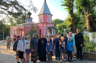 Прихожане храма Феодора Ушакова отправились в паломничество к святыням Крыма
