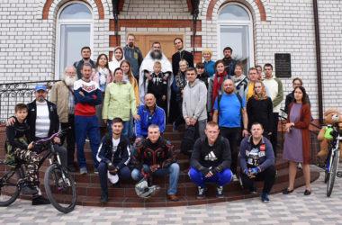 Видео. Вело-паломники побывали в храмах Волгограда.