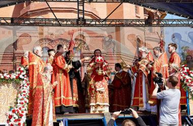 В Божественной литургии на площади 12 сентября примут участие пять архиереев и более 120 священников