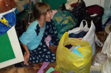Волонтеры передали вещи и продукты для малоимущих семей
