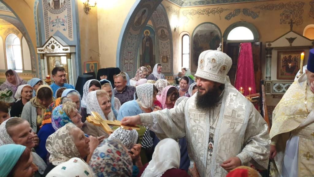 Владыка Феодор совершил чин великого освящения Покровского храма в Дубовке