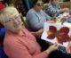 Волонтеры научили пожилых прихожан Никольского собора создавать декоративные панно