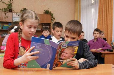 Проблемы духовно-нравственного воспитания школьников обсудили в телестудии ГТРК