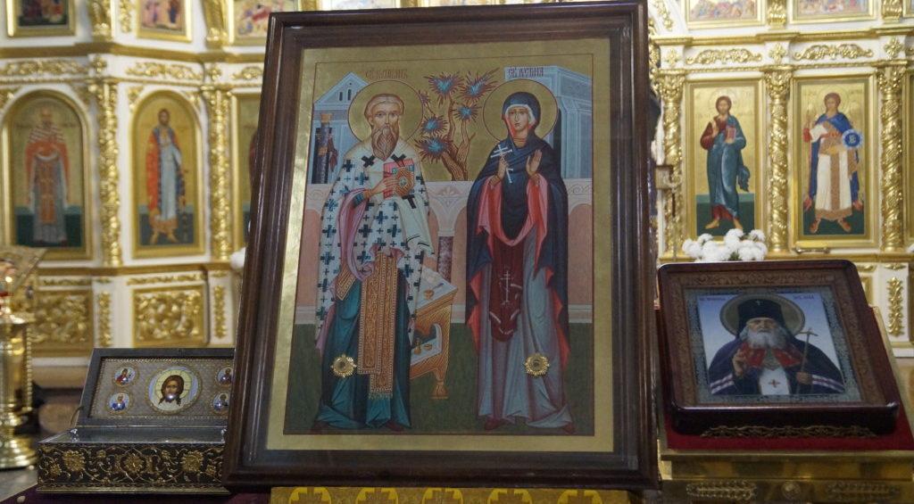 В Волгограде верующие встретили мощи святителя Луки и священномученика Киприана и мученицы Иустины