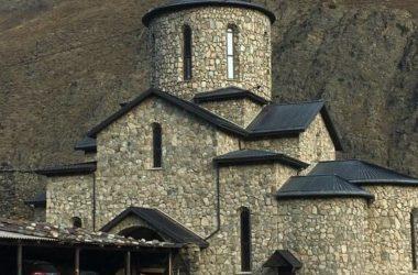 Северная Осетия: Волгоградские паломники побывали в самом высокогорном монастыре России. Репортаж