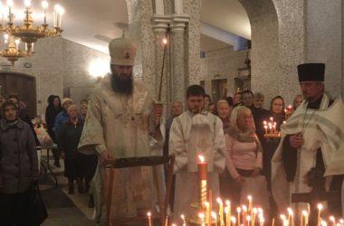 В храме Сергея Радонежского Владыка Феодор отслужил Парастас
