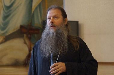 Протоиерей Артемий Владимиров встретился с  клиром и мирянами Волгограда