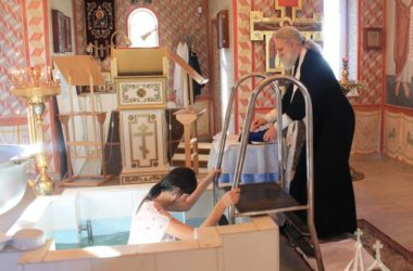 Подопечные Епархиального приюта для беременных приняли Таинство крещения