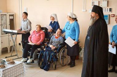 День матери в доме престарелых и инвалидов