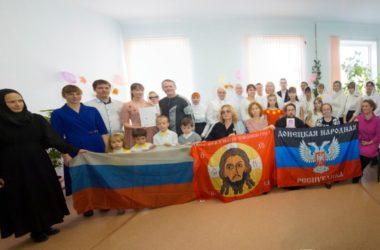 Передвижная выставка детских рисунков и фотографий «Мы из Донбасса» открылась в Свято-Духовом монастыре