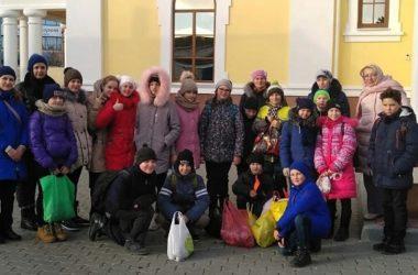 Священник вместе с добровольцами поздравил подопечных дома-интерната