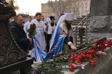 На железнодорожном вокзале Волгограда митрополит Феодор отслужил литию в память жертв теракта
